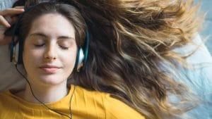 ASMR是什麼意思?這些聲音竟然會讓人「顱內高潮」
