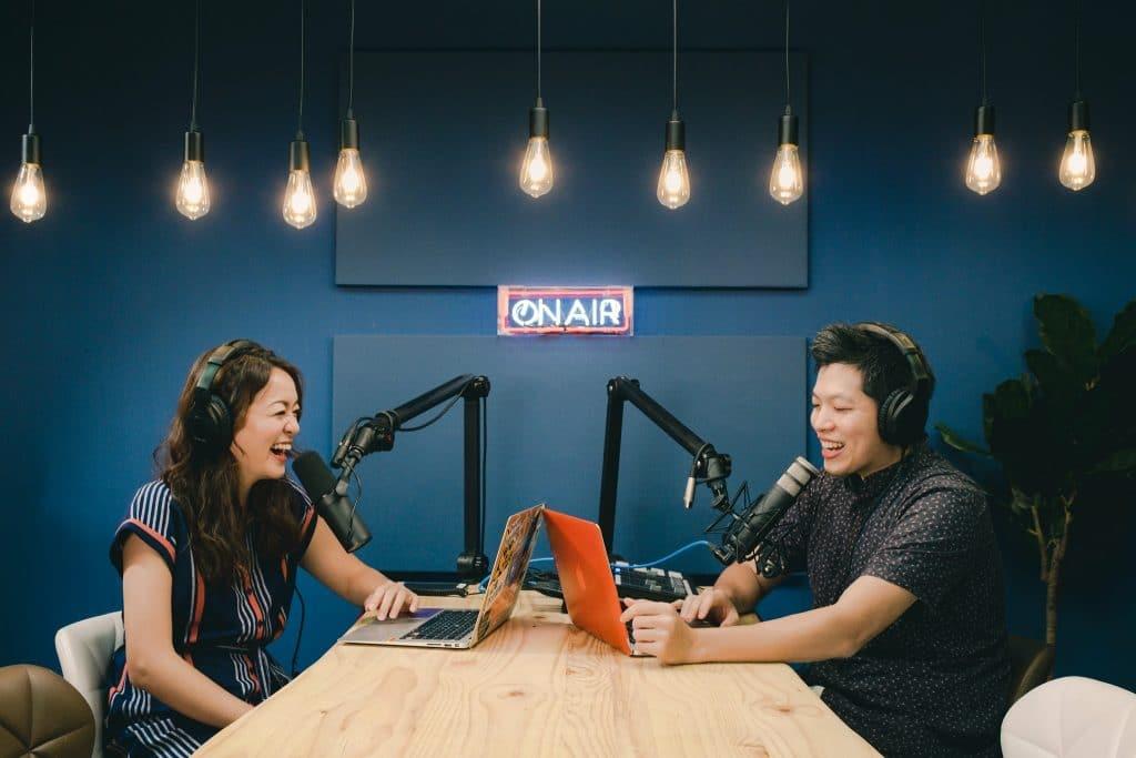 搞懂Podcast就看這篇!再推薦你五大收聽Podcast必備藍牙耳機
